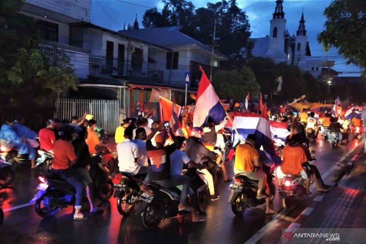 Pendukung tim Belanda di Kota Ambon berkonvoi rayakan kemenangan terapkan Prokes