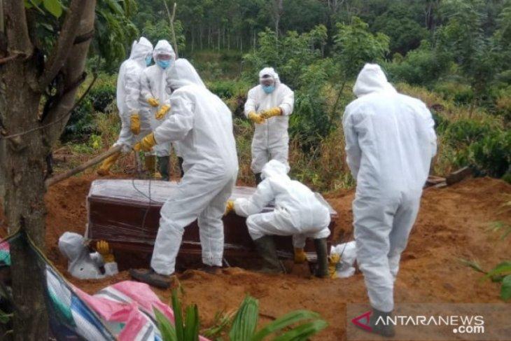 Satgas COVID-19 Tapsel makamkan jenazah asal Padang Sidimpuan