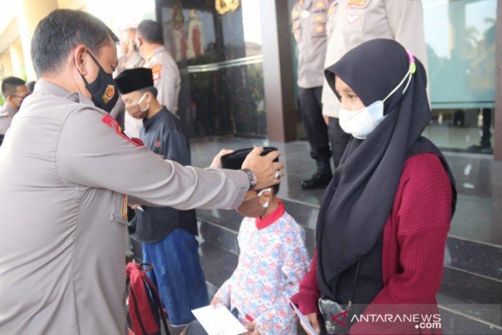 Polda Banten gencarkanprogram sayang anak yatim lepaskan COVID-19