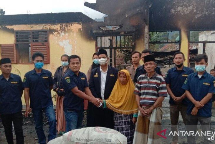 Karang Taruna Tapsel ringankan beban korban kebakaran Arse