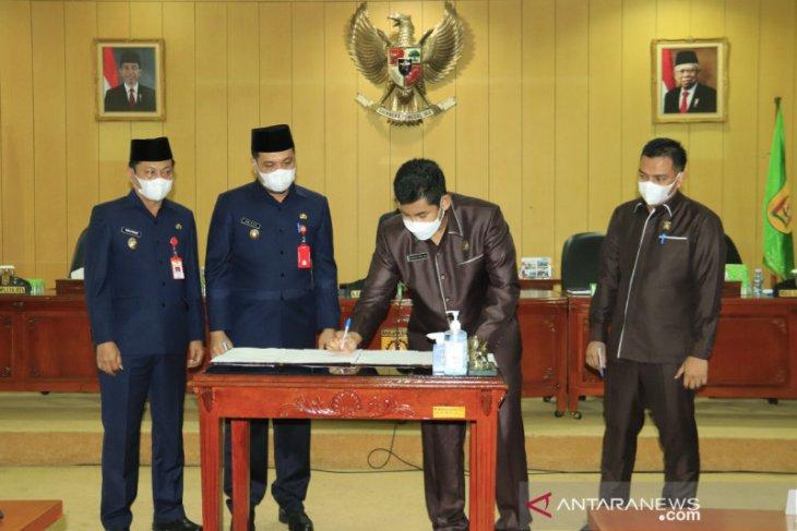 Pimpinan DPRD bersama wali kota sepakati pengesahan tiga perda