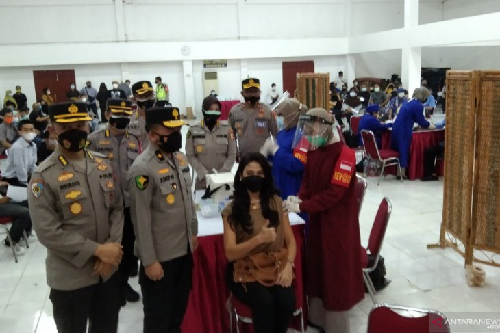 Police targets vaccinating 20,000 Jakartans as cases escalate