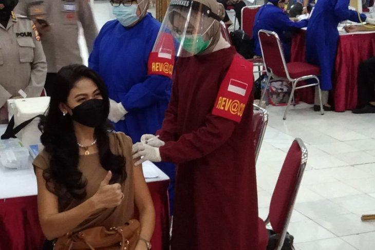 Putri Indonesia ikuti vaksinasi massal di Polda Metro Jaya