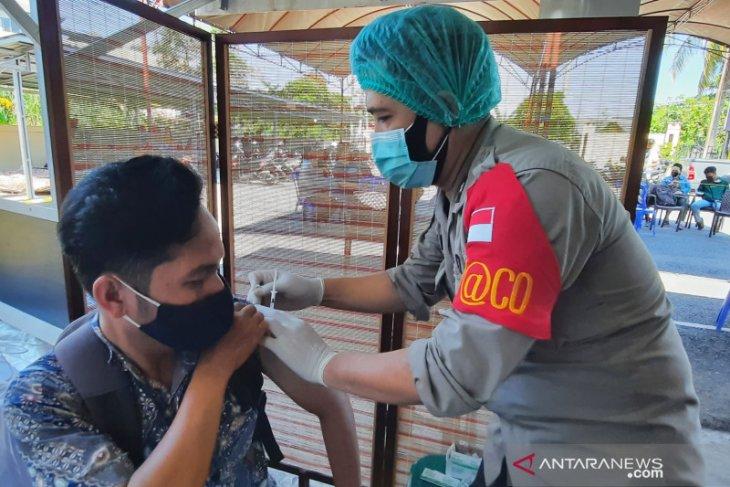 Polda Kalsel  vaksinasi ribuan warga