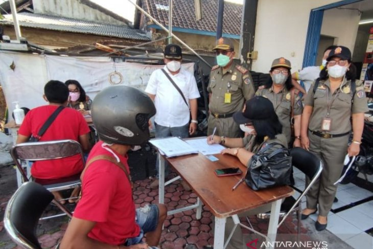 Tim Yustisi Denpasar denda 10 pelanggar prokes saat PPKM
