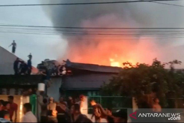 Kebakaran hanguskan 7 rumah semipermanen di Tanjungbalai