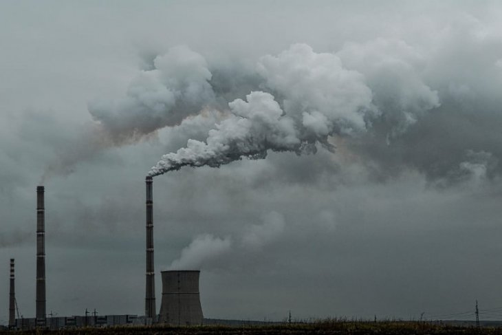 Ekonom ingatkan pengenaan pajak karbon harus berkeadilan