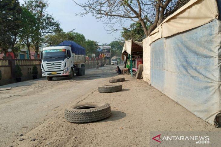 warga keluhkan kerusakan dan debu di Jalan Raya Perancis
