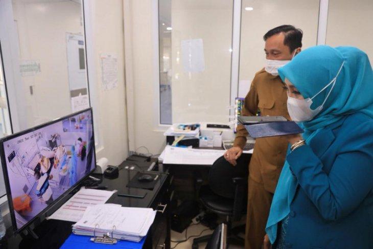 Dyah Erti Idawati jenguk mantan Gubernur Aceh