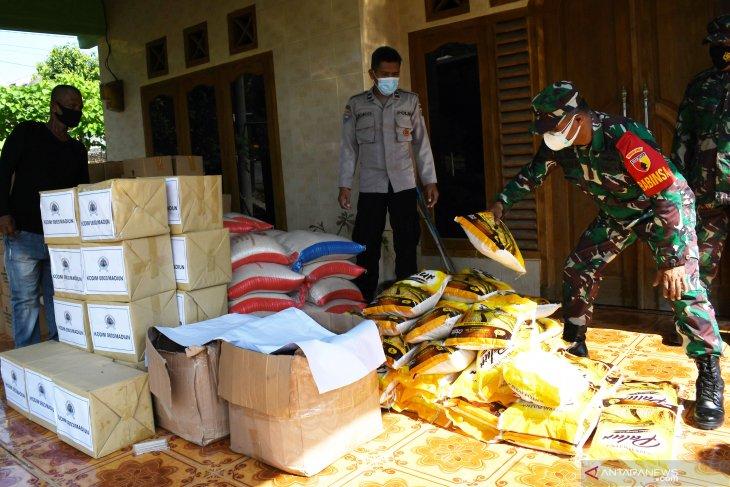 Bantuan Pangan Bagi Warga di Zona Tertutup COVID-19