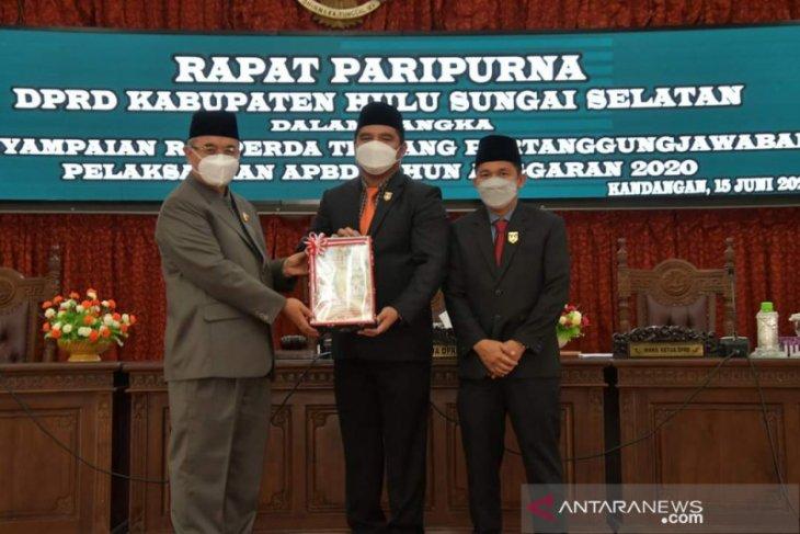 Rapat Paripurna DPRD, Bupati HSS sampaikan raperda pertanggungjawaban APBD 2020
