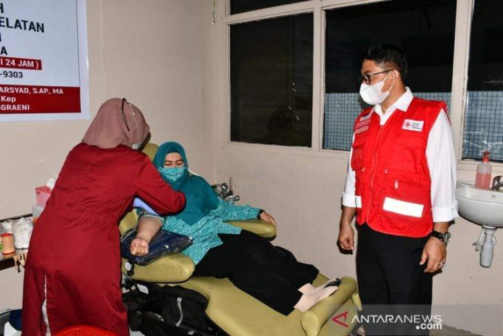 PKK HSS dan organisasi wanita donorkan darah, wabup ucapkan terima kasih