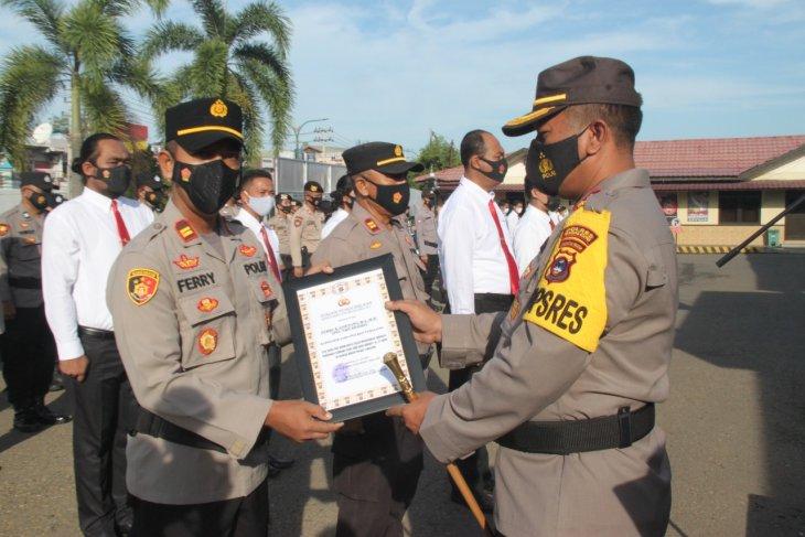 Sembilan anggota Polres Tabalong terima penghargaan