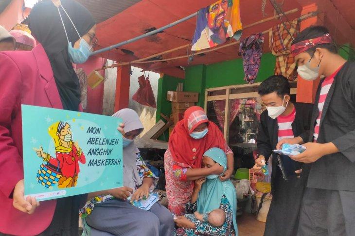 Gunakan bahasa daerah, mahasiswa UMS edukasi pencegahan COVID-19 ke warga pesisir Surabaya