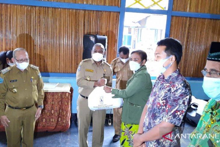 Pemerintah Papua Barat salurkan bantuan bagi 5.500 warga Wondama