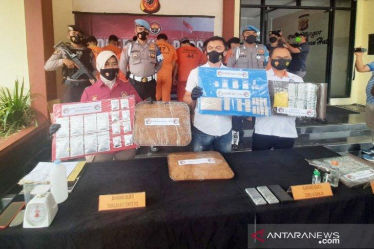 Tempat pembuatan tembakau sintetis di Mekarjaya, Kota Bogor dibongkar polisi