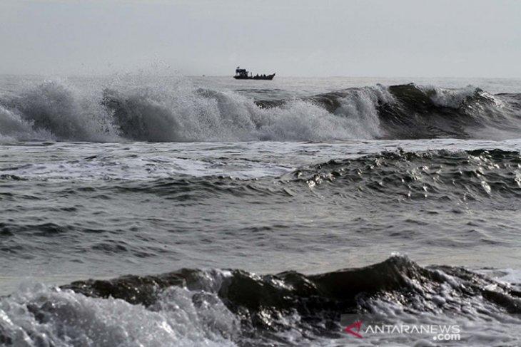 Gelombang sangat tinggi berpeluang terjadi di perairan selatan Jawa-NTB