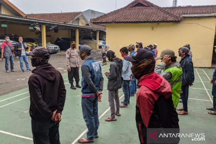 Cegah aksi premanisme puluhan juru parkir liar di Sukabumi dijaring polisi