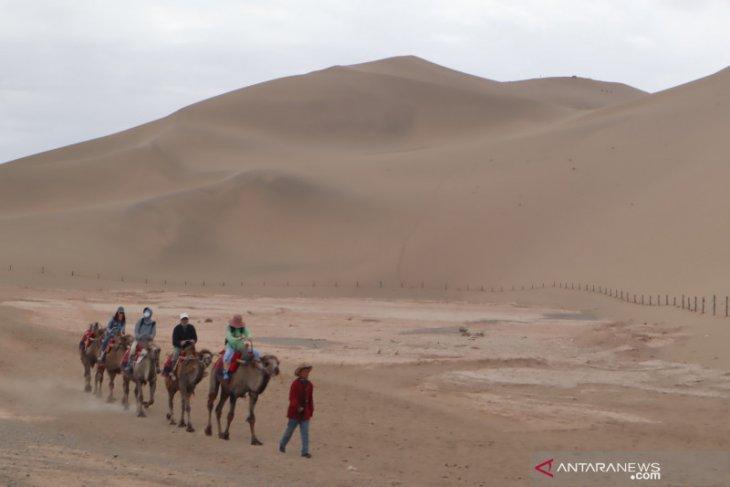 Kisah traveller di China ada senandung bukit pasir Mingsha