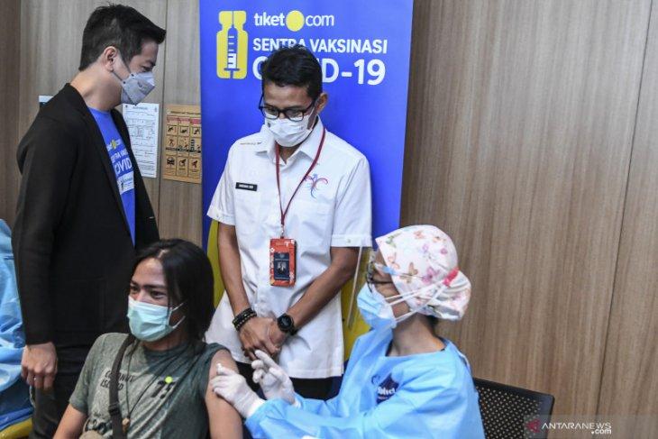 Menparekraf Sandiaga Uno imbau  tidak pilih-pilih vaksin
