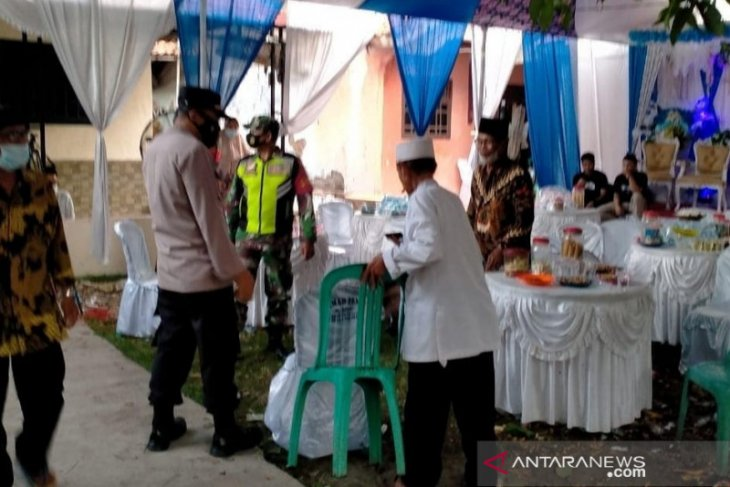 Cegah klaster baru, Satgas COVID-19 bubarkan pesta nikah di Cabangbungin Bekasi