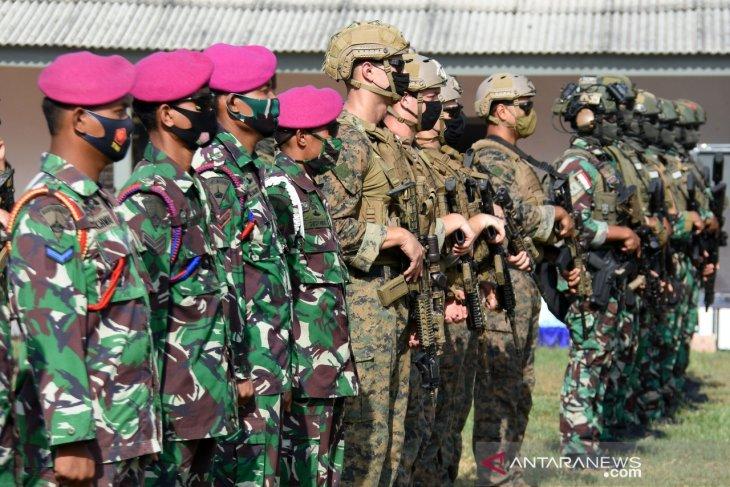 Usai latihan perang, Marinir Indonesia dan Amerika lepas 150 tukik