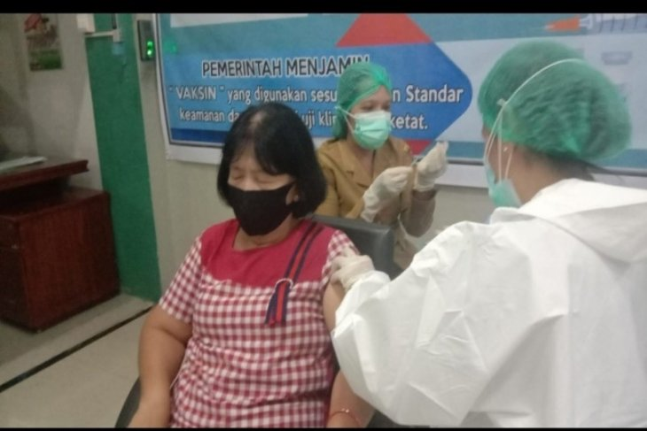 Ratusan Lansia antusias ikuti vaksinasi di Kecamatan Rambutan