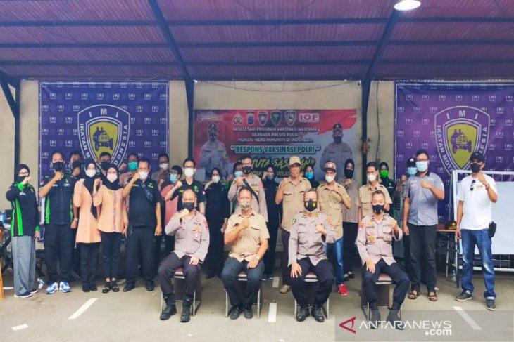 Biddokkes Polda Kalsel berikan vaksinasi kepada 540 warga di Banjarbaru