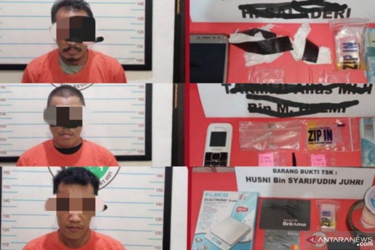 Tiga bandar narkoba di Kecamatan Pandawan dan Haruyan ditangkap dengan barbuk 16 paket sabu
