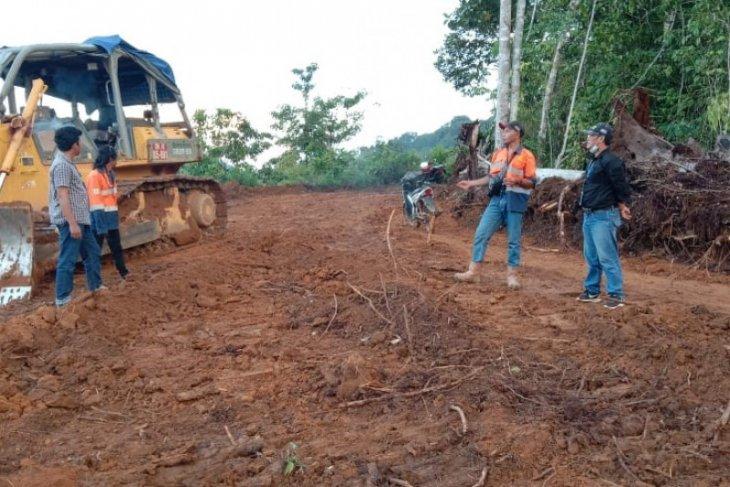 PT CMI bantu pembukaan lahan pemakaman Dusun Tumbang Paoh