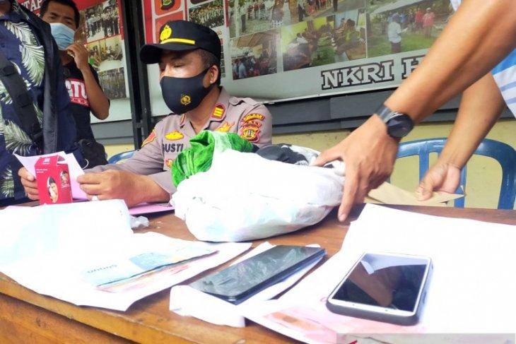 Polsek Negara-Bali tangkap mucikari prostitusi online
