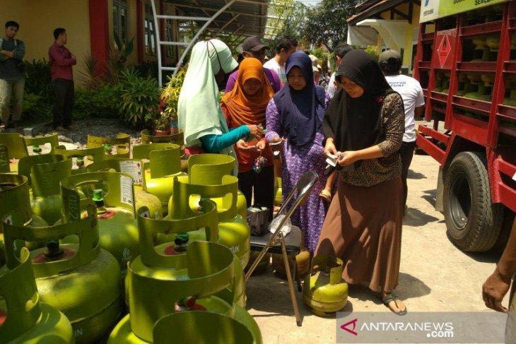 LPKSM ungkap peredaran elpiji subsidi dengan harga tak sesuai standar di Karawang