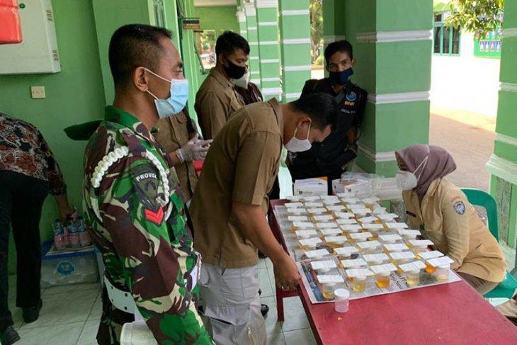 Puluhan prajurit TNI di Aceh Utara jalani tes urine. Ini hasilnya
