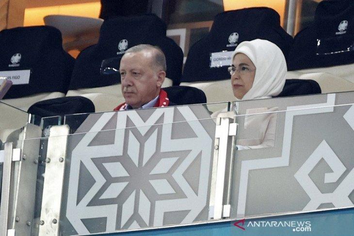 Euro 2020, kalah lawan Wales di hadapan Erdogan, bek Turki minta maaf