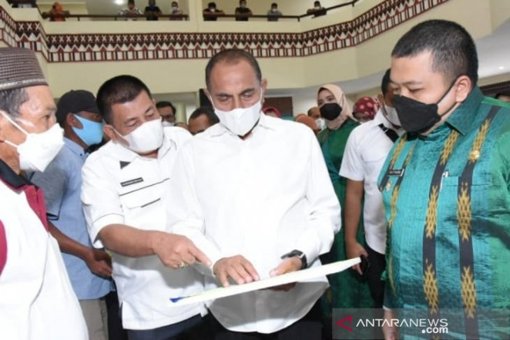 Bupati Tapsel ajak petani pro aktif berusaha ditengah pandemi
