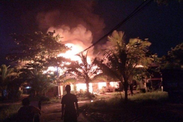 10 unit rumah di Asrama Hidayat Pontianak ludes dilalap si