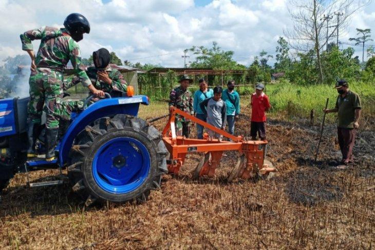 Satgas Pamtas mengajak masyarakat dukung program ketahanan pangan
