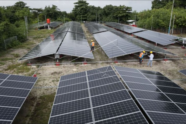 Pembangkit listrik tenaga surya di pulau Sabira