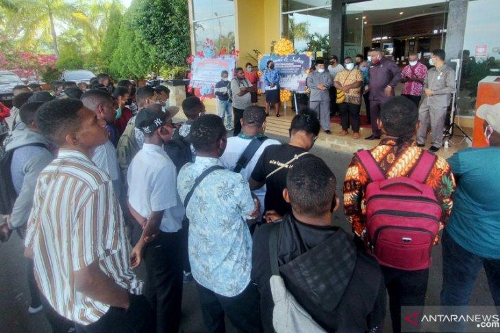 Puluhan peserta tes Bintara Polri di Papua Barat mengadu ke DPRP
