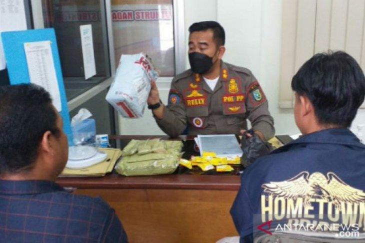 Satpol PP Belitung amankan 2,4 kilogram bubuk kratom milik oknum pelajar