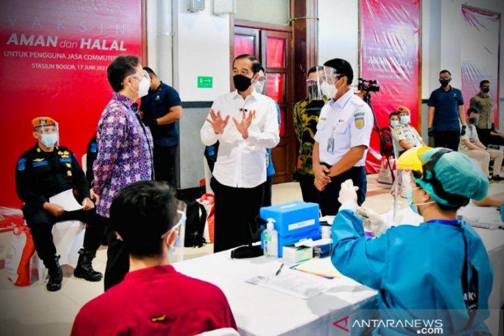 Presiden Jokowi  dorong percepatan vaksinasi bagi masyarakat mobilitas tinggi