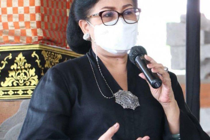 Pakis Bali beri pemahaman etika busana adat ke kaum wanita Buleleng