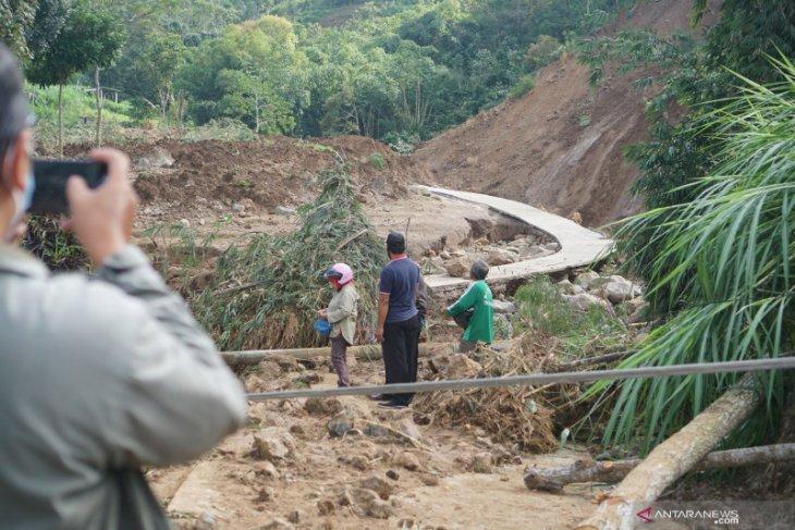 Warga Kabupaten Lebak diminta warga waspada banjir bandang dan longsor