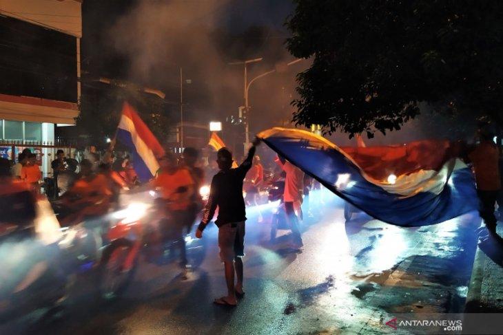 Seribuan pendukung tim Belanda di Ambon berkonvoi rayakan kemenangan terapkan prokes