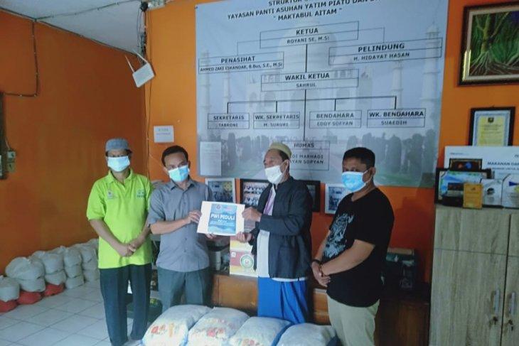 Pengurus PWI Kabupaten Tangerang bagikan 60 paket beras ke panti asuhan
