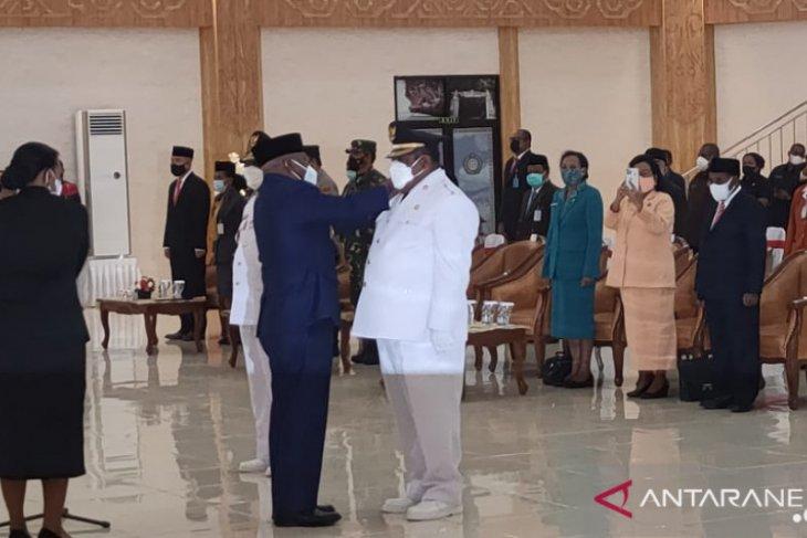 Gubernur lantik Bupati dan Wakil Bupati Teluk Bintuni