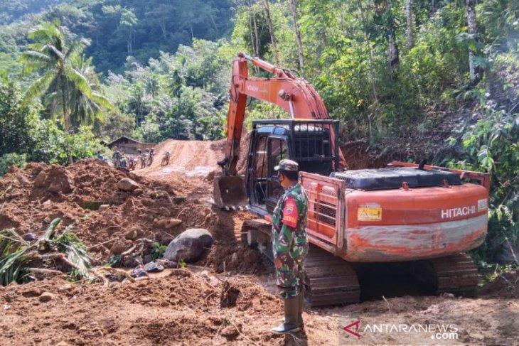 Alat berat dilibatkan pembangunan jalan TMMD ke - 111