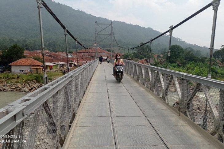 Jembatan gantung itu tumbuhkan ekonomi masyarakat Lebak