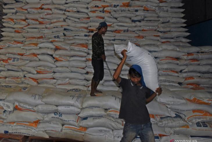 Mendag tegaskan stok beras cukup, tak ada impor