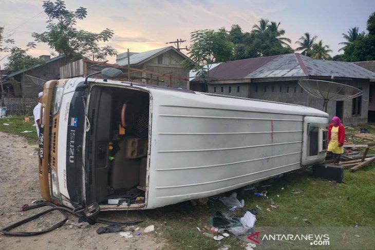 Dua penumpang tewas usai minibus terbalik di Aceh Timur